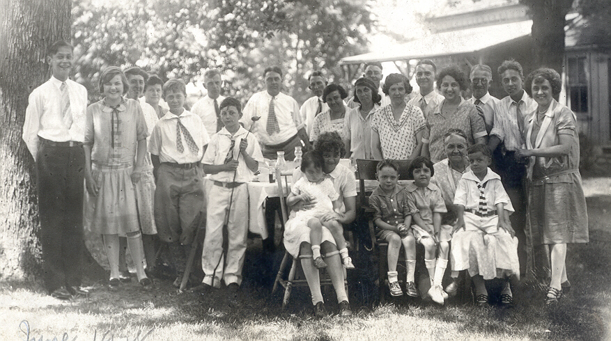 Strudell Family Reunion Jun 1927 New Baden IL (Click on Picture to View Full Screen)